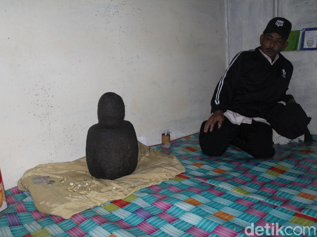 Cerita Kekuatan Magis Batu Lonceng di Bandung Barat