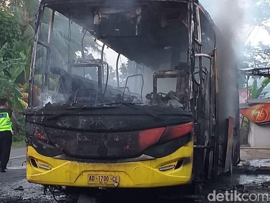 Bus Rosalia Indah Terbakar di Banyumas