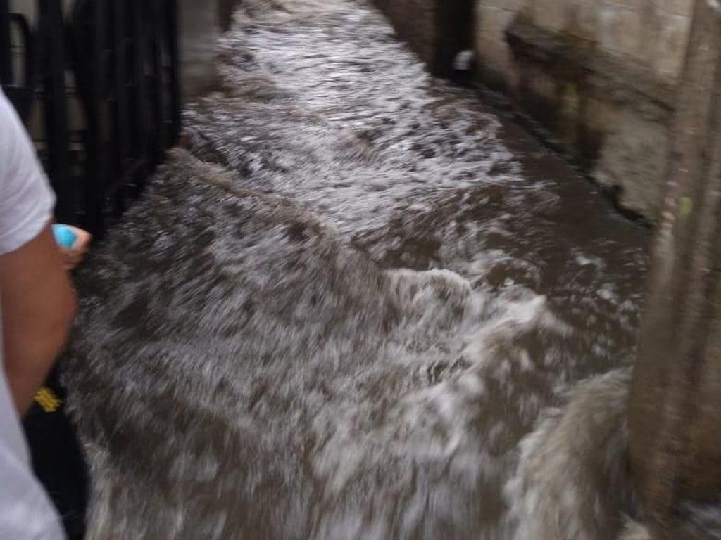 RW 06 Jati Padang Sempat Banjir Gegara Tanggul Jebol, Kini Sudah Surut
