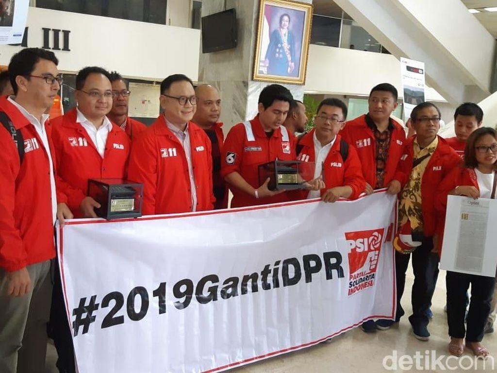 Ke DPR, PSI Berikan Gabut Award untuk Anggota Dewan