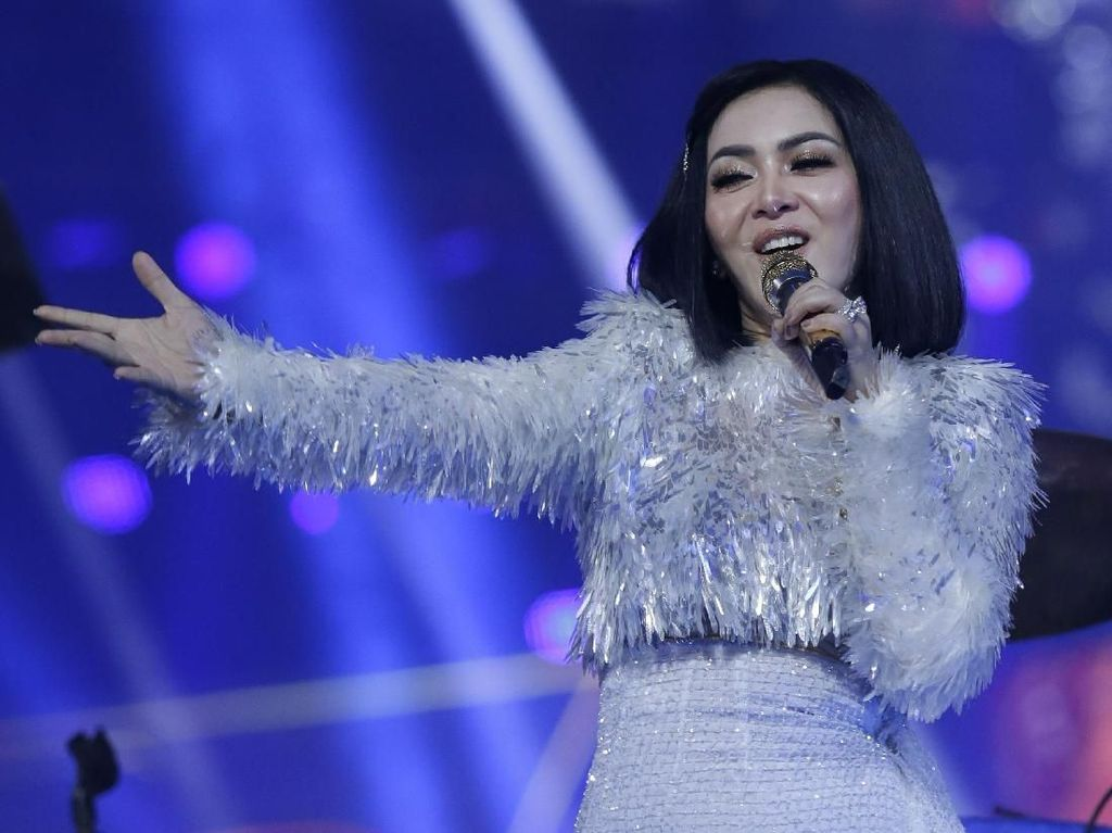Beli Restu dari Melly Goeslaw, Syahrini Bersyukur Tepat dengan Pernikahan