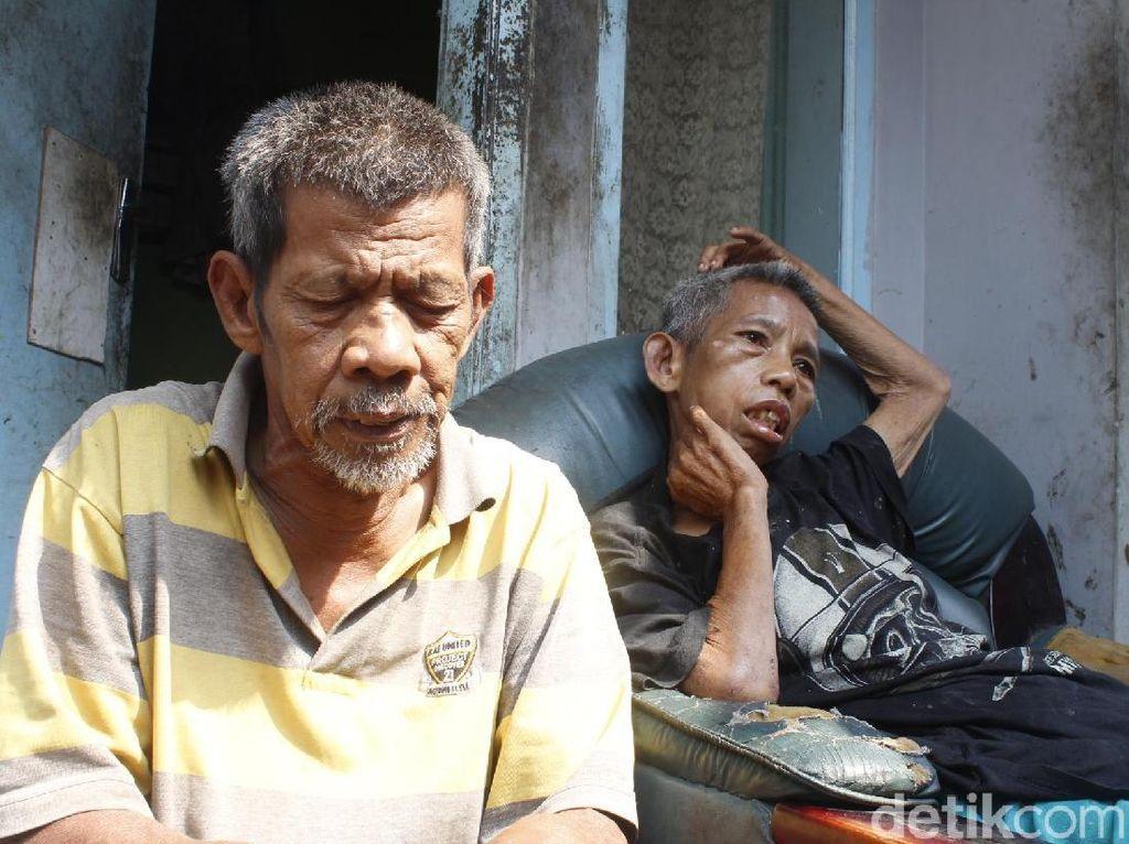 Kakak Adik Lansia Berjuang Hadapi Hidup di Tengah Keterbatasan Fisik