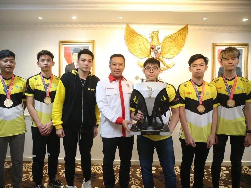 Menpora Minta Ada Penambahan Cabang eSports Piala Presiden