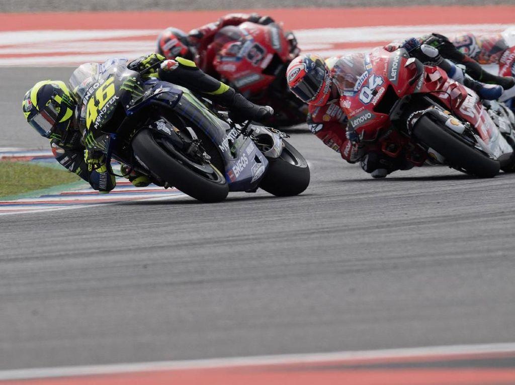 Tawa Bahagia Marquez Lihat Rossi Kalahkan Dovizioso