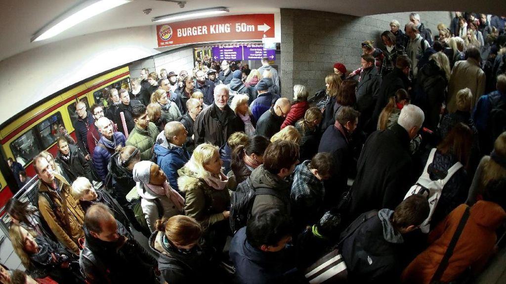 Bus Mogok Massal, Penumpang Kereta di Berlin Membludak
