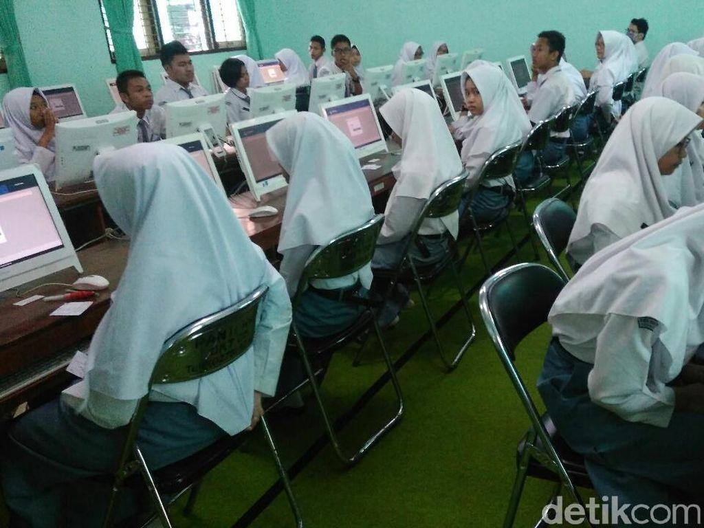 Tak Ada Komputer, Siswa di Aceh Ikut UNBK di Sekolah Tetangga