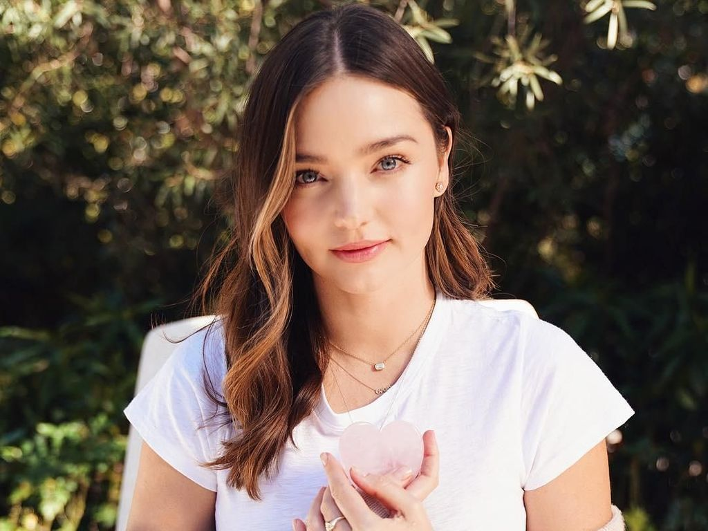 Rahasia Wajah Flawless Miranda Kerr: Pakai Skincare dari Jamur Kuping