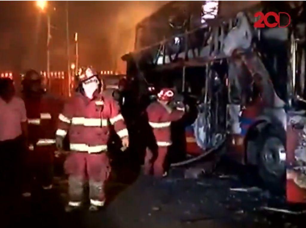 Bus Tingkat Terbakar, 20 Orang Tewas Terpanggang