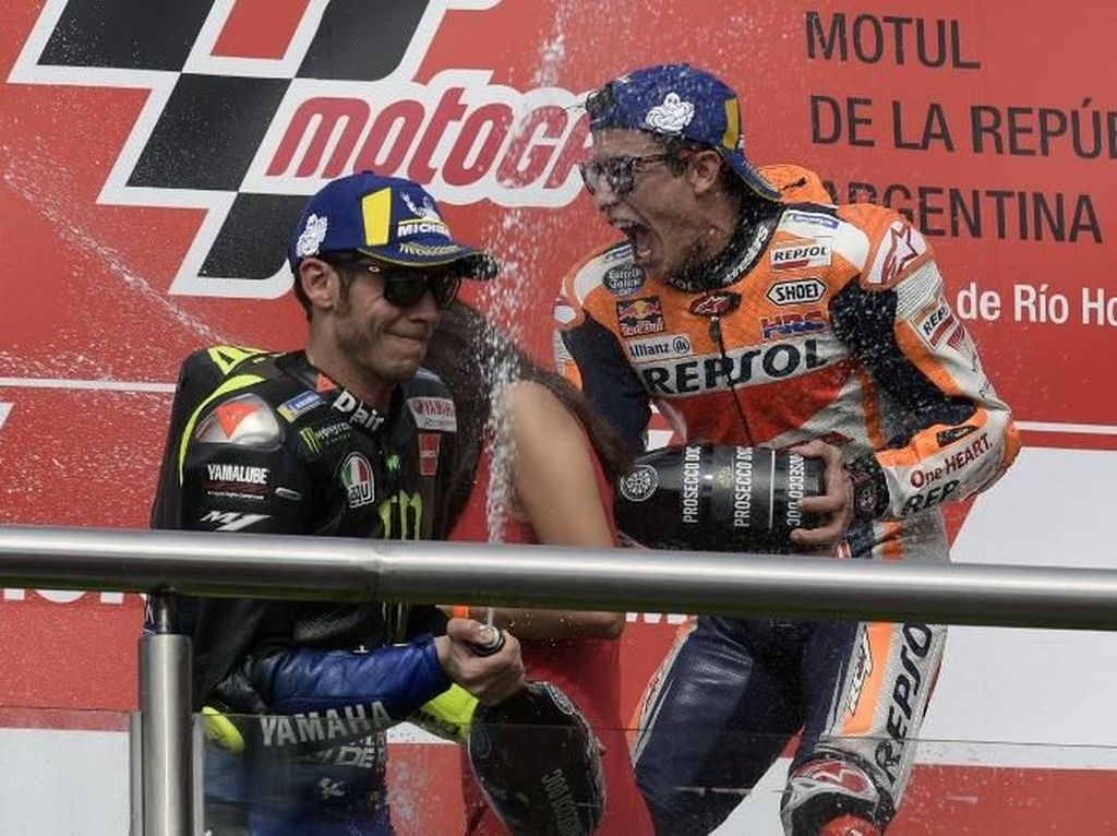 Rossi dan Marquez Jabat Tangan di MotoGP Argentina, Sudah Berdamai?