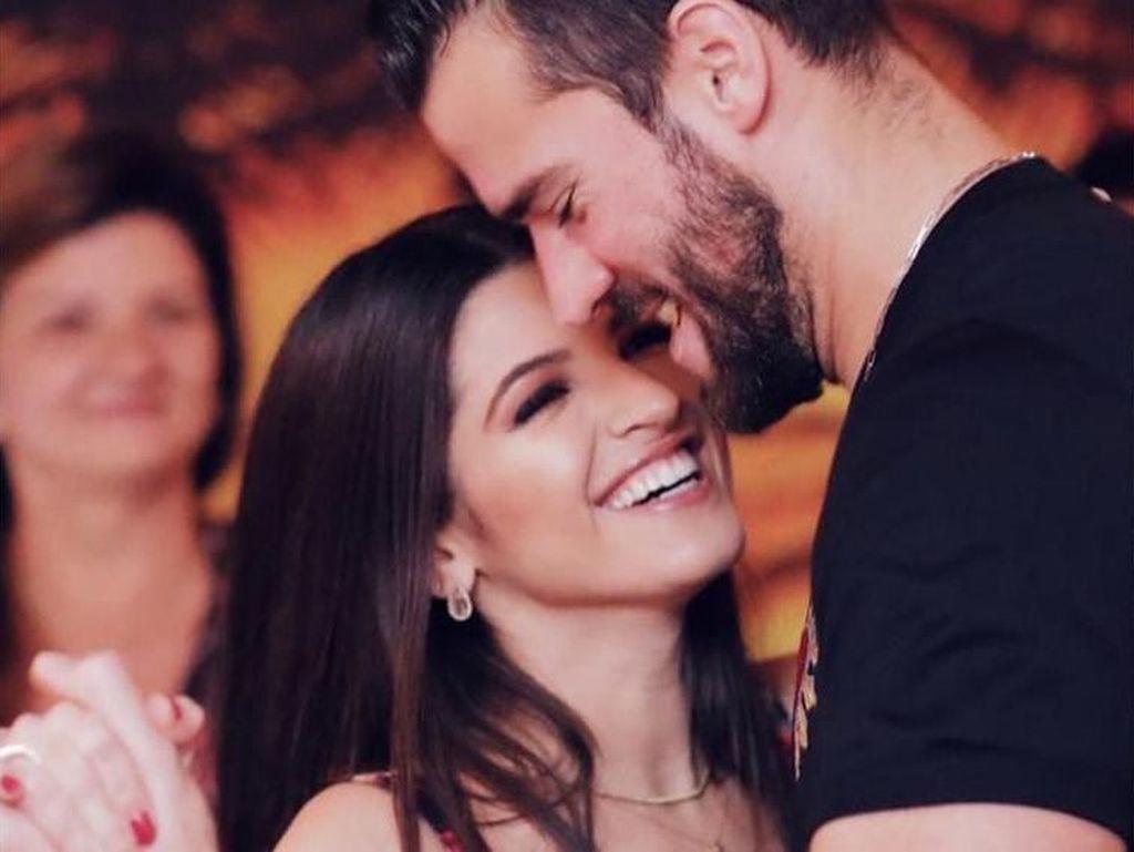 Foto Dokter Cantik, Istri Kiper yang Suaminya Jadi Simbol Seksualitas Brazil