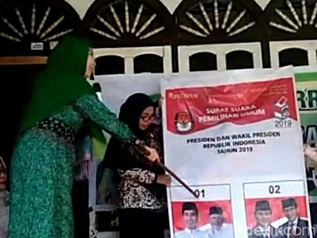Wagub NTB Tunjuk Foto Jokowi Saat Simulasi, Bawaslu Tak Temukan Pelanggaran