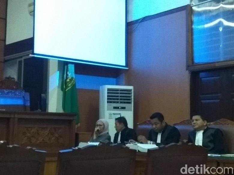 Diceritakan soal Fadli Zon, Ratna Sarumpaet Menangis di Persidangan