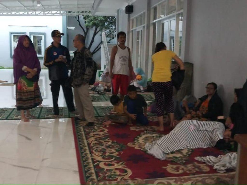 Pengungsi Akibat Tanggul Jati Padang Jebol Sudah Pulang ke Rumah