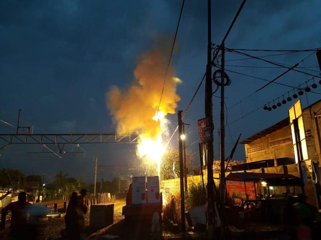 Ada Percikan Api, Pengendara di Perlintasan Bekasi Diimbau Hati-hati