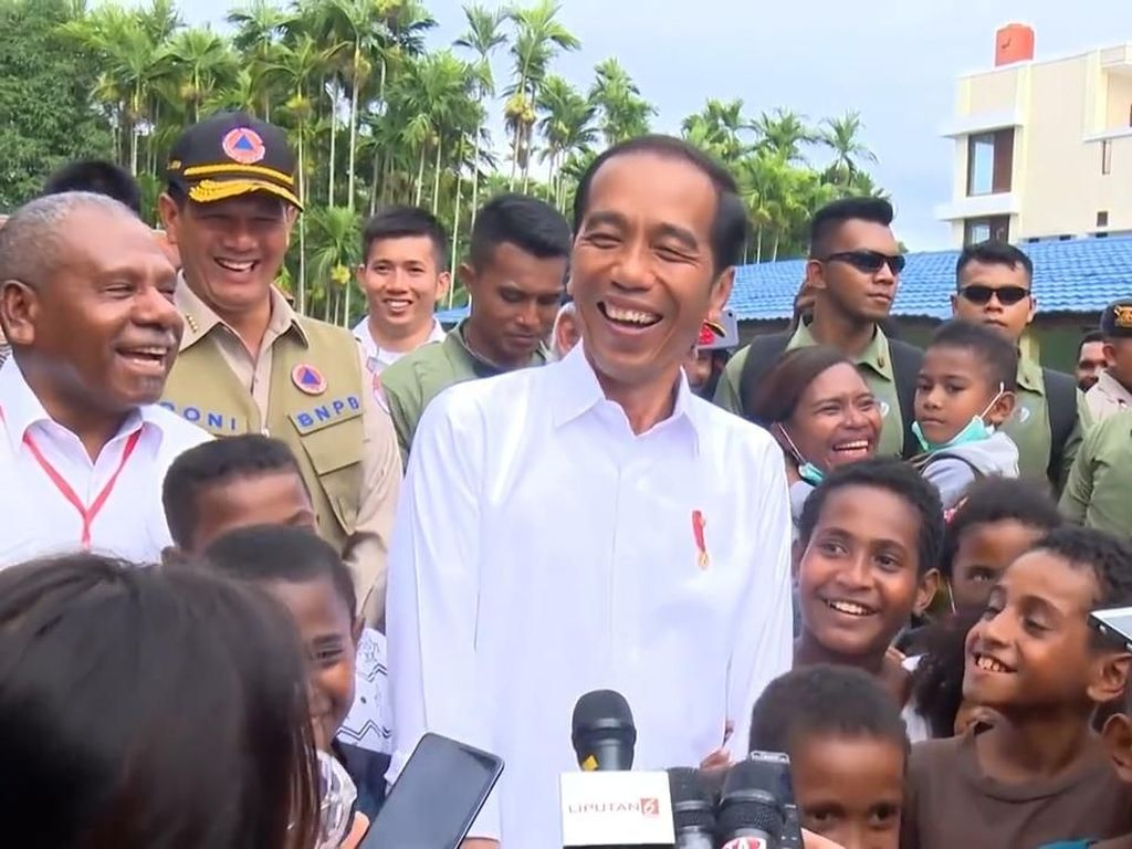 Tinjau Stadion Papua Bangkit, Jokowi: Fokus jadi Provinsi Sepakbola dan Atletik