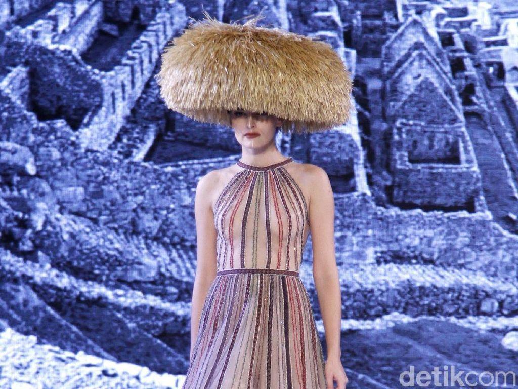Indahnya 20 Gaun Karya Desainer Hian Tjen yang Terinspirasi Budaya Peru