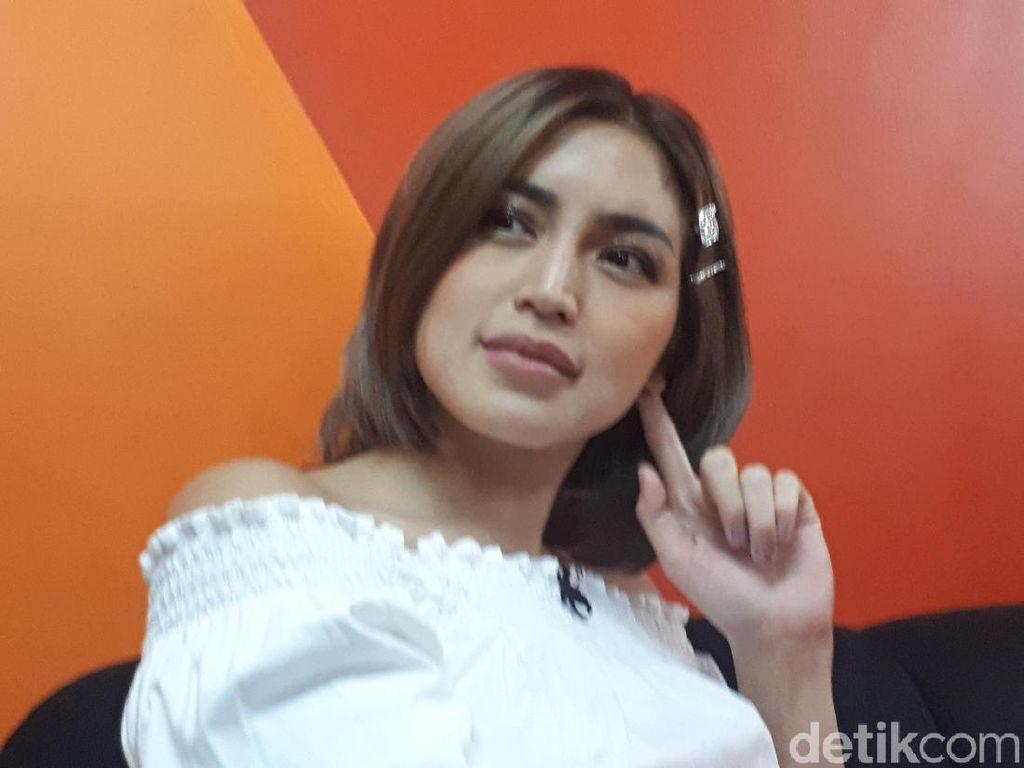 Kena Deh! Kalah Tebak-tebakan, Jessica Iskandar Cium Deddy Corbuzier