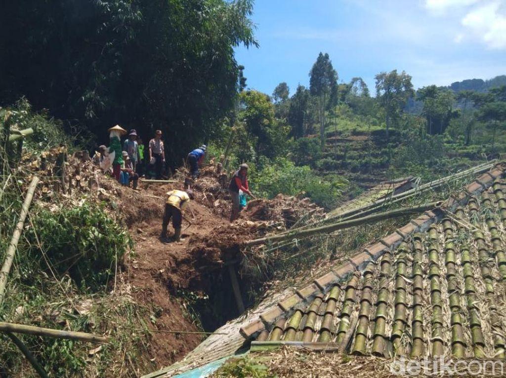 Dua Rumah di Ciwidey Rusak Tertimpa Longsoran