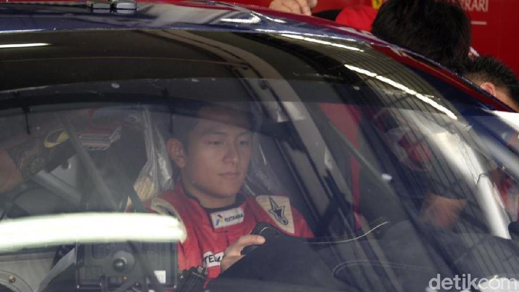 Rio Haryanto Balapan dengan Ferrari