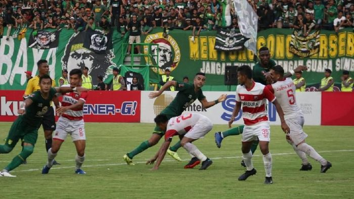 Persebaya Surabaya vs Madura United di semifinal Piala Presiden 2019 beberapa waktu lalu. Kedua tim bersua lagi di perempatfinal Piala Indonesia. (Foto: Hilda Meilisa Rinanda/detikcom)