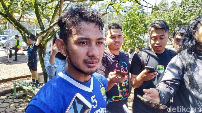 Gian Zola belum bsia menjawab masa depannya di Persib Bandung. (Mukhlis Dinillah/detikSport)