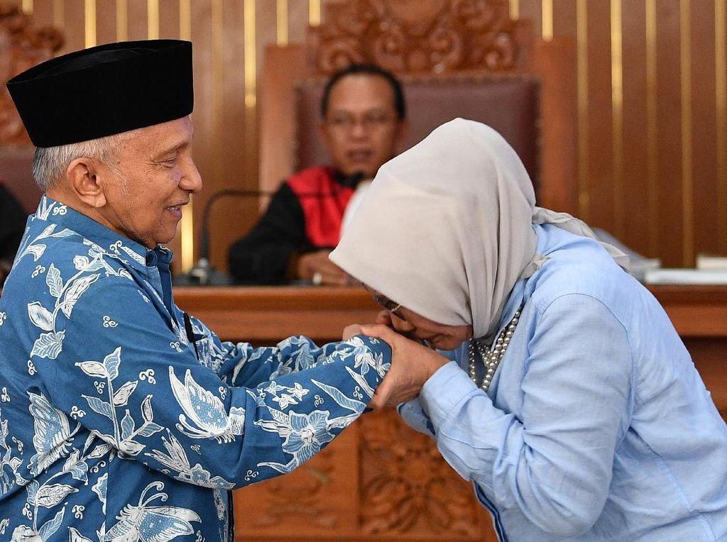 Ratna Minta Maaf dan Cium Tangan Amien Rais, BPN: Karena Lama Tak Bertemu