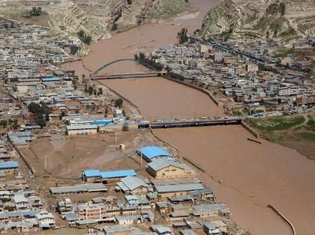 Korban Tewas Banjir Bandang Iran 62 Orang