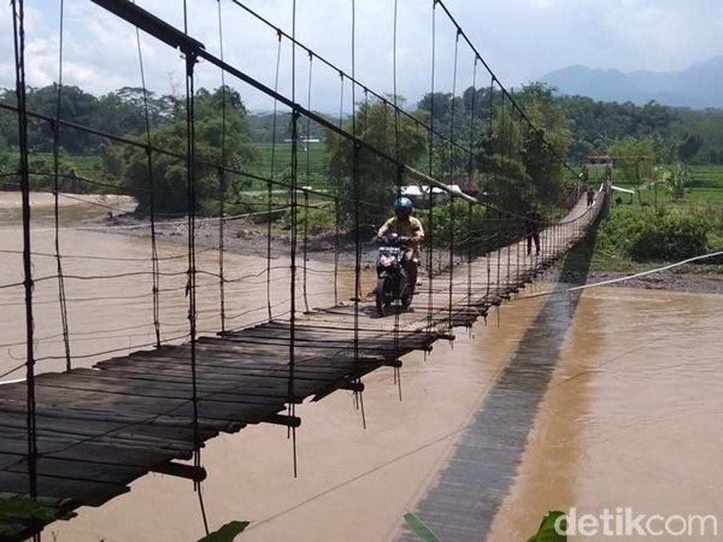 Menteri PUPR Perbaiki Jembatan Indiana Jones di Magelang Tahun Ini