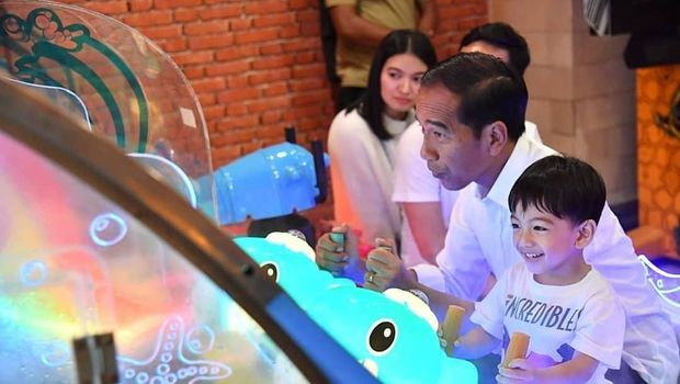 Jokowi dan sang cucu, Jan Ethes/