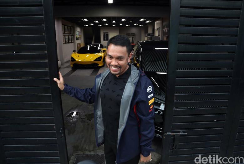 Crazy Rich Priok Rajin Bayar Pajak Ferrari cs yang Parkir di Gang