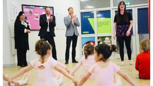 Pangeran Harry dan anak-anak
