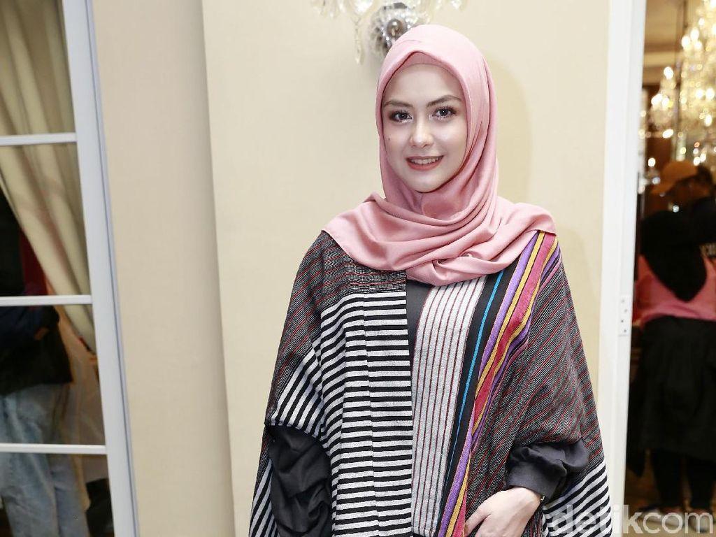 Revalina S Temat Tetap Semangat Meski Bisnis Hijab Menurun