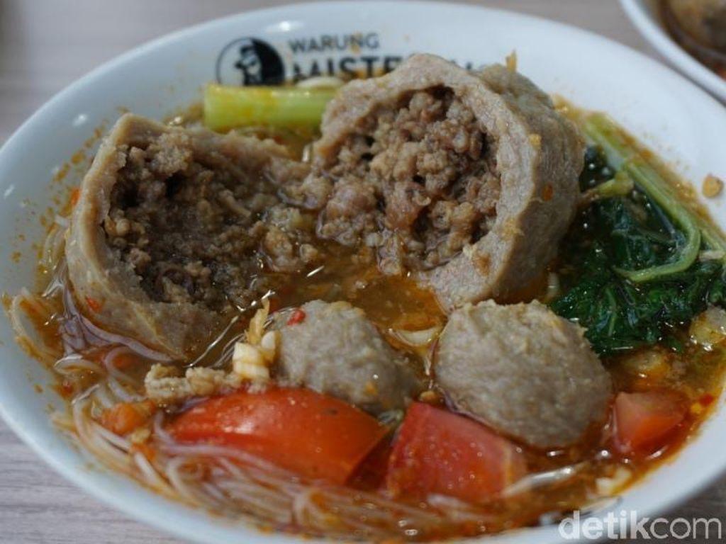 Bakso Misterius : Sluurp! Gurih Mantap Bakso Bomber Isi Daging Cincang dari Lampung