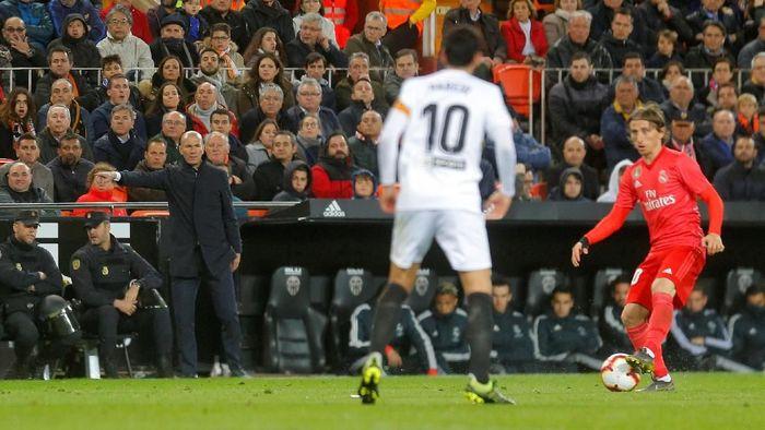 Zinedine Zidane menyebut kekalahan Real Madrid dari Valencia merupakan hasil yang adil (Foto: Heino Kalis/Reuters)