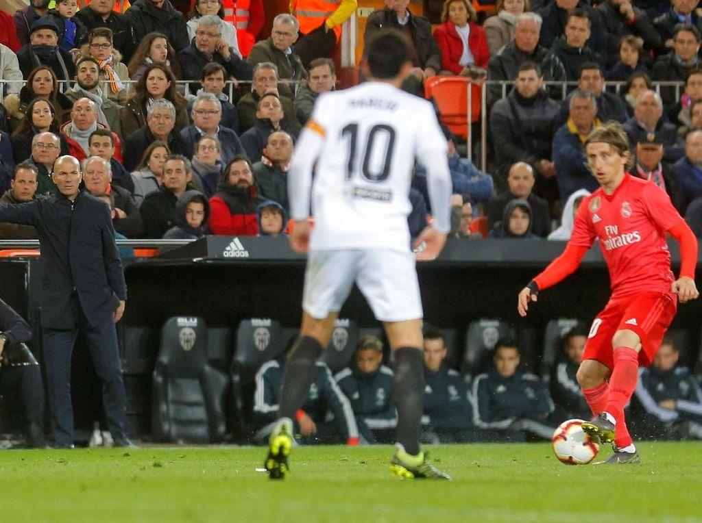 Enggan Salahkan Pemain, Zidane Terima Kekalahan Madrid