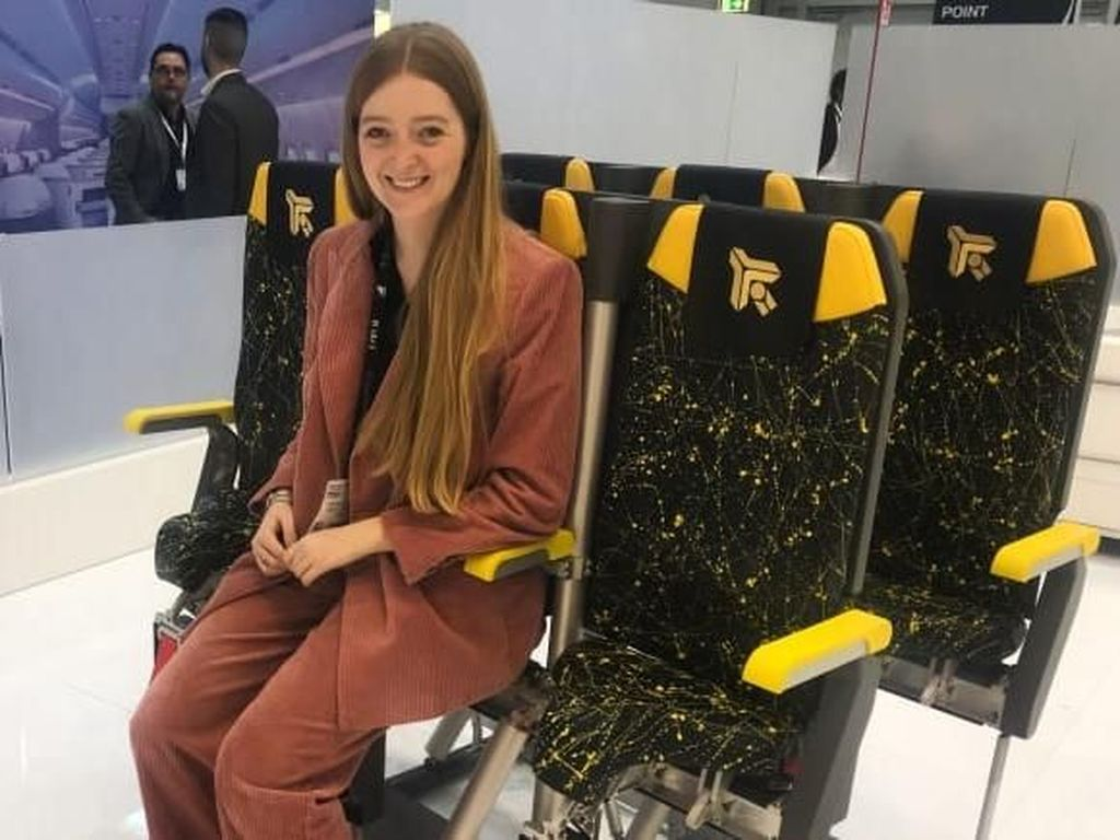 Dipamerkan! Ini Kursi Berdiri untuk Penumpang Pesawat