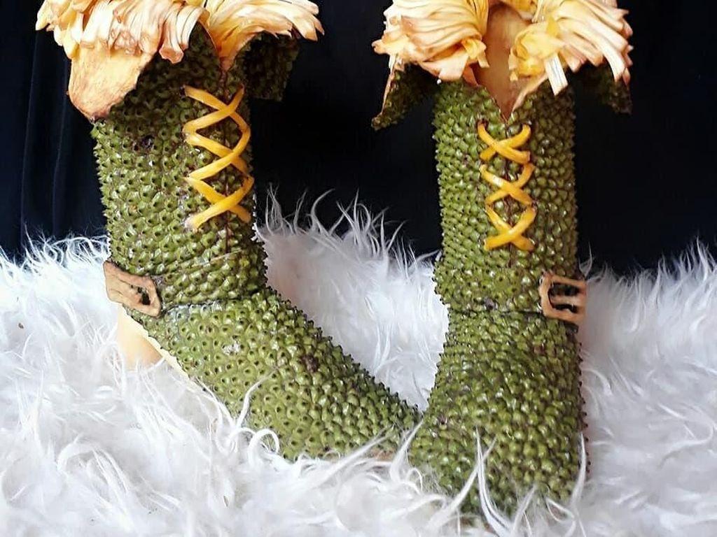 Cantik! Sepatu-sepatu dari Buah Ini Hasil Karya Seniman Asal Sumedang