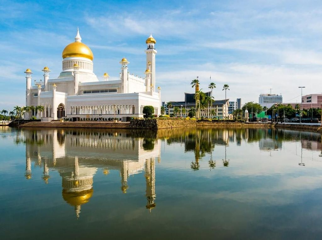 Brunei, Negara Anti-LGBT Itu Menawarkan Ketenangan