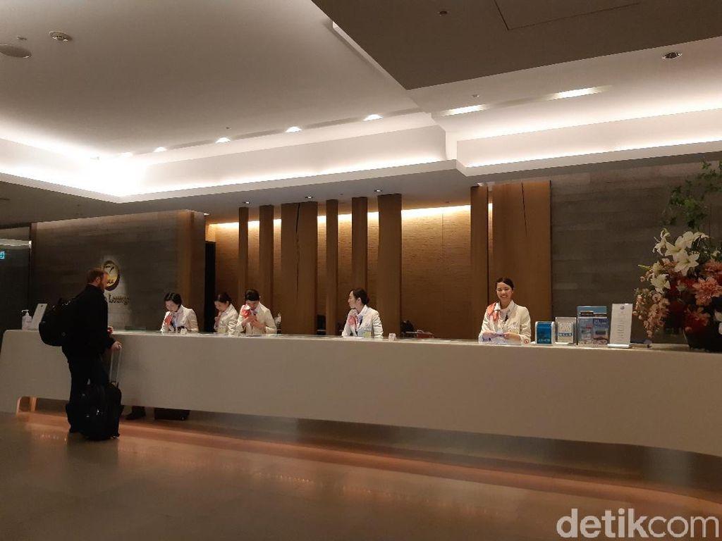 Foto: Sakura Lounge di Bandara Narita yang Manjakan Traveler