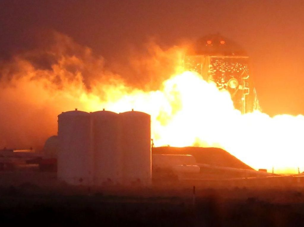 SpaceX Sukses Uji Coba Calon Roket Pengantar Manusia ke Mars