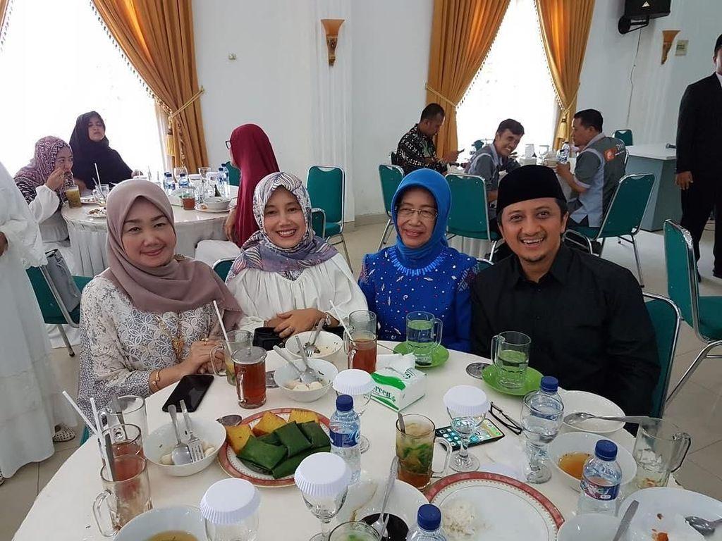 Adik Bungsu Jokowi Ternyata Sering Kulineran Santai Bareng Ibunda