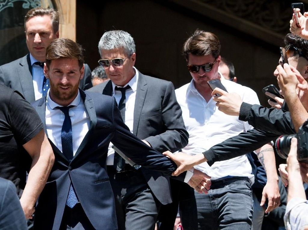 Ayah Lionel Messi Tabrak Pemotor
