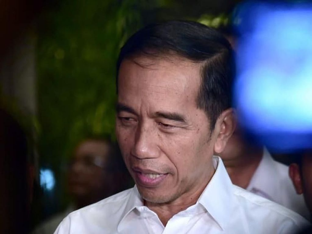 Jokowi: Rakyat Hujan-hujanan, Masak Saya Payungan?