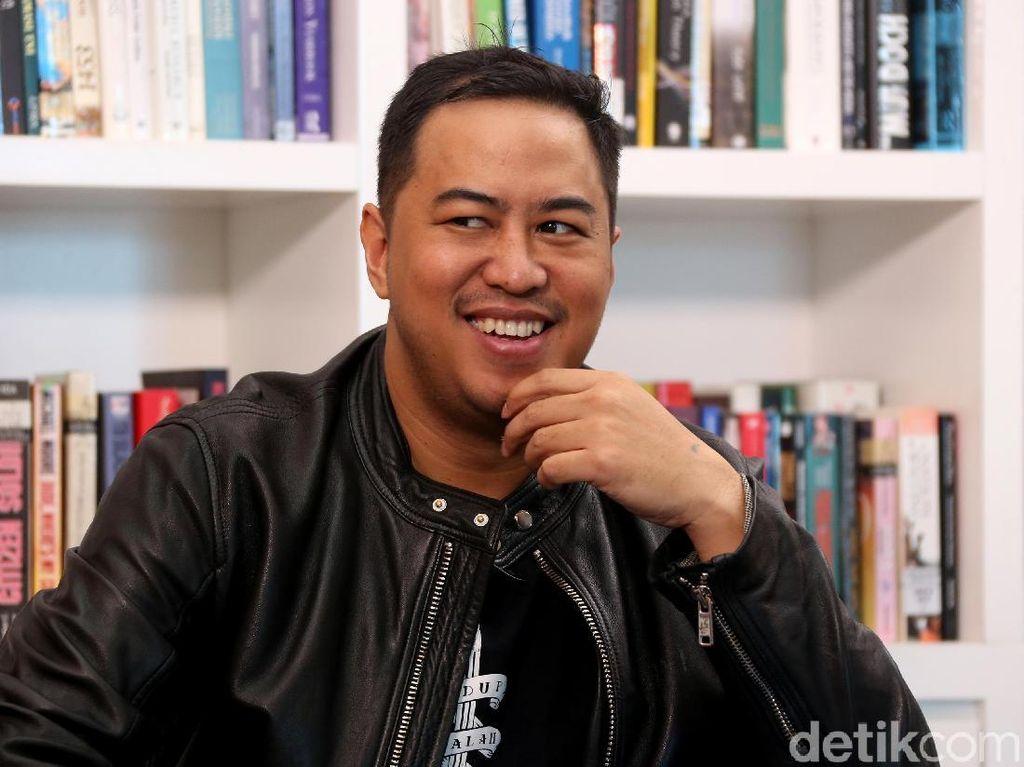 Ogah Prabowo, Males Jokowi, Kata Pandji Pragiwaksono Dituduh Kampanye Golput