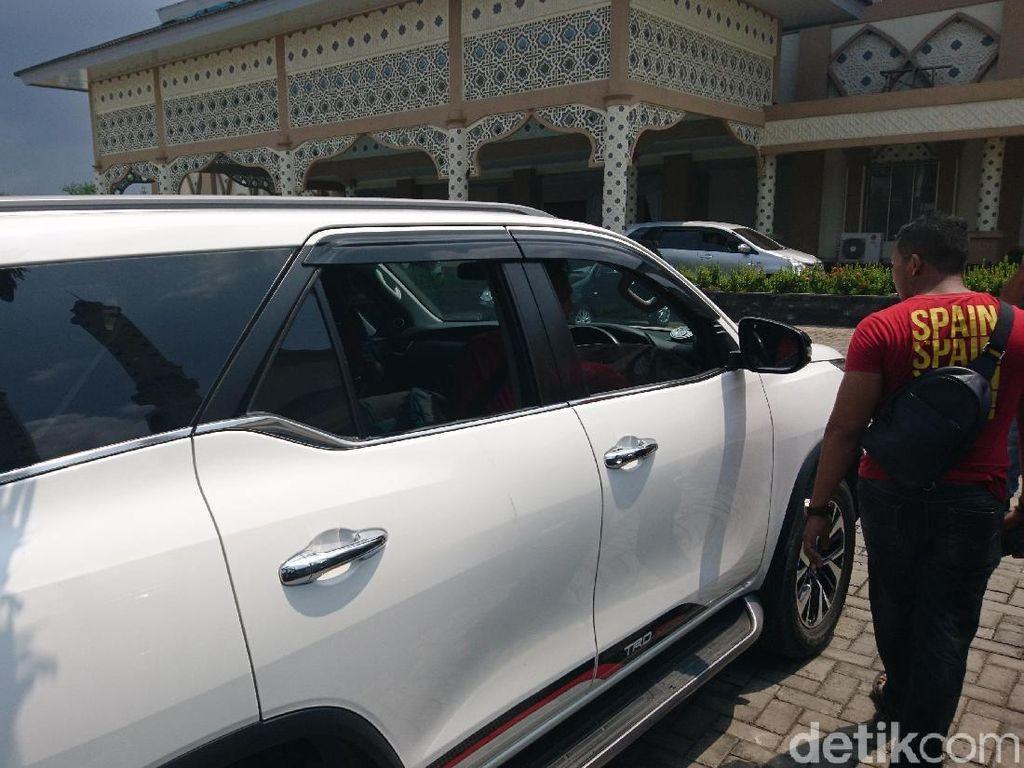 Aksi Pecah Kaca di  Parkiran Masjid Agung Cilegon, Duit Rp 400 Juta Raib