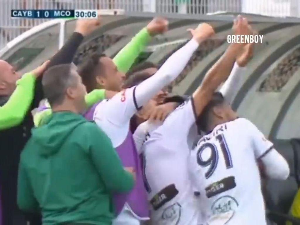 Lihat Nih, Pahitnya Rayakan Gol dengan Selfie Bareng