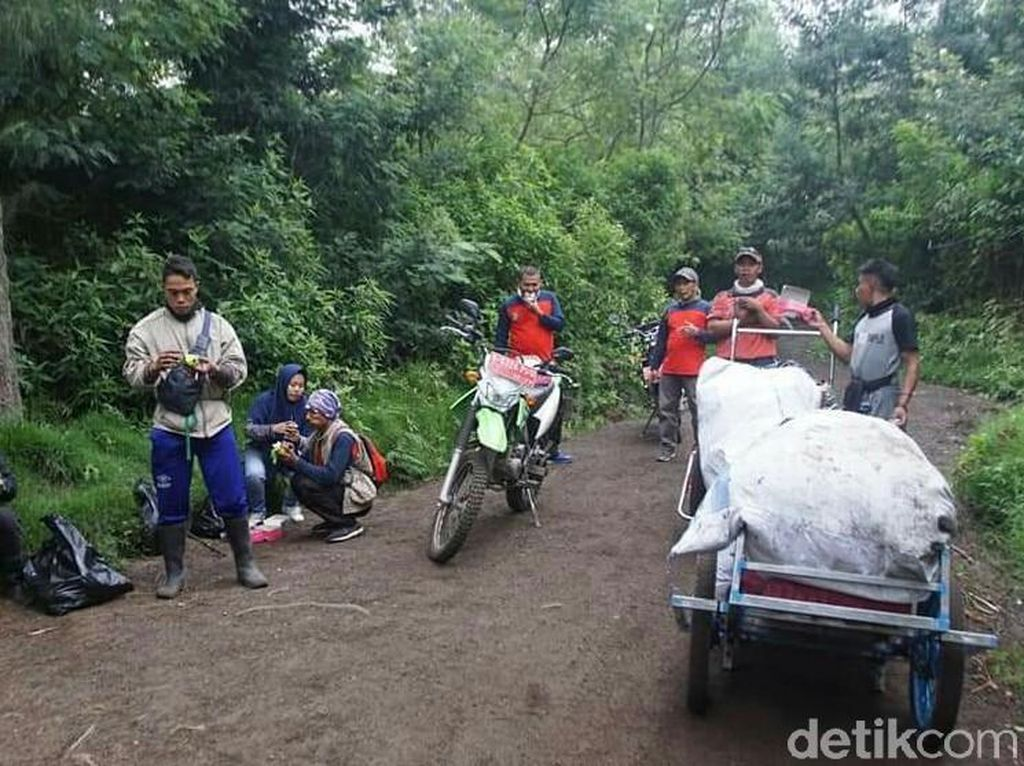 Aksi Bersih-bersih Kawasan Gunung Ijen Kumpulkan 400 Kg Sampah