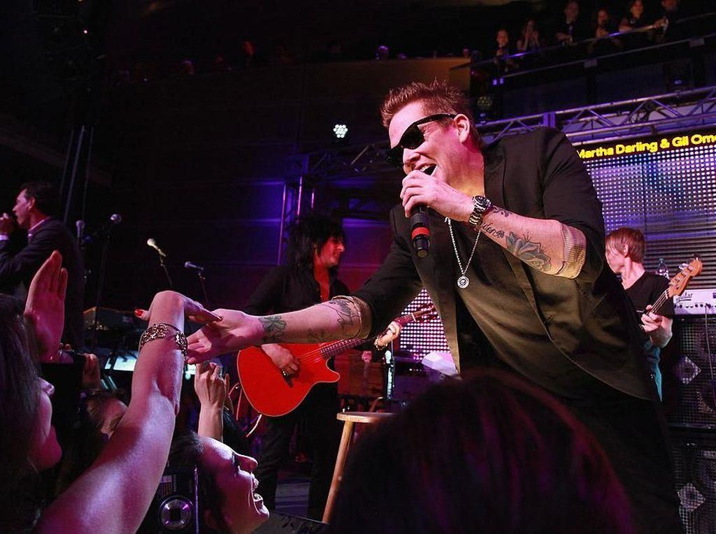 Vokalis Sugar Ray Mark McGrath Mengaku Kehilangan Pendengaran