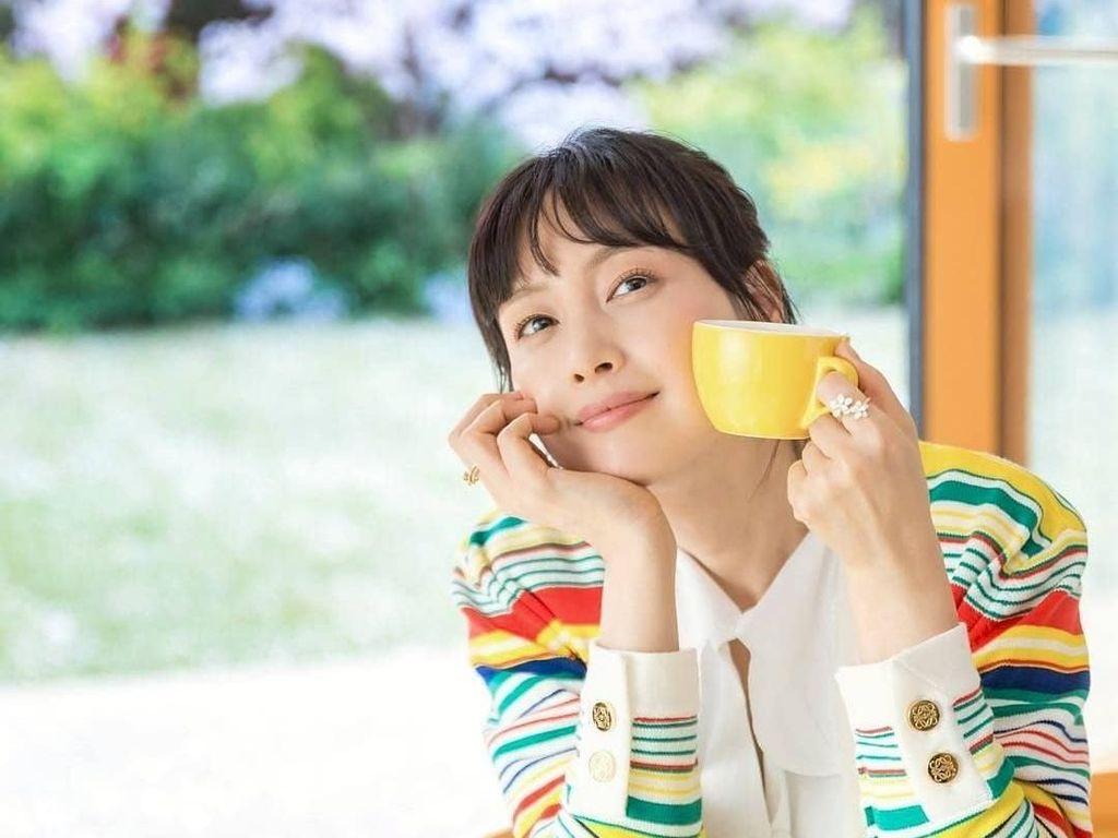 Adegan Romantis Saat Makan Lee Na Young dan Lee Jong Suk di Romance is a Bonus Book