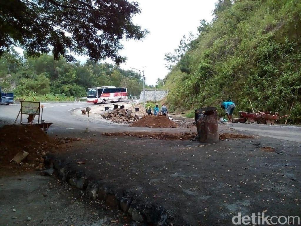 Jalur Pacitan-Ponorogo yang Ambles Diperbaiki, Arus Dibuka Tutup